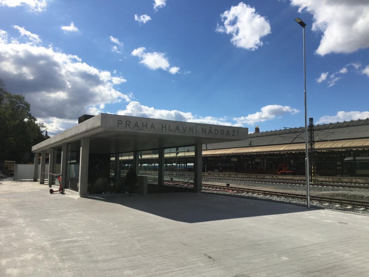 Dokončení objektu výstupu podchodu pod Hlavním nádražím